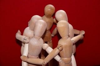 褒めるのが下手な管理職が社内の雰囲気を改善する簡単な方法